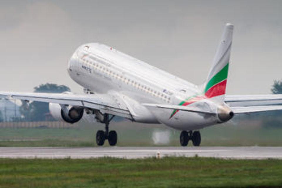 """""""България ер"""" обясни закъснение на полет с независещи от нея причини"""
