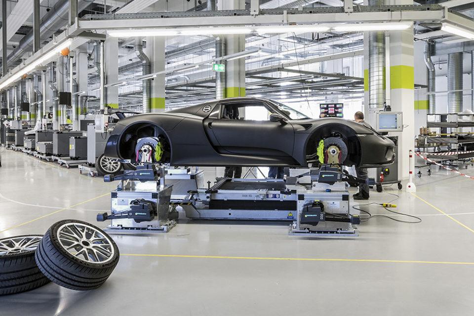 """Порше"" спира производството на автомобили с дизелови двигатели"