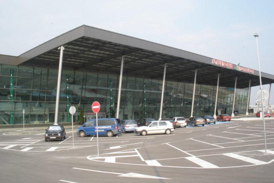 Министър Росен Желязков ще предложи на МС да се прекрати процедурата за концесия на летище Пловдив