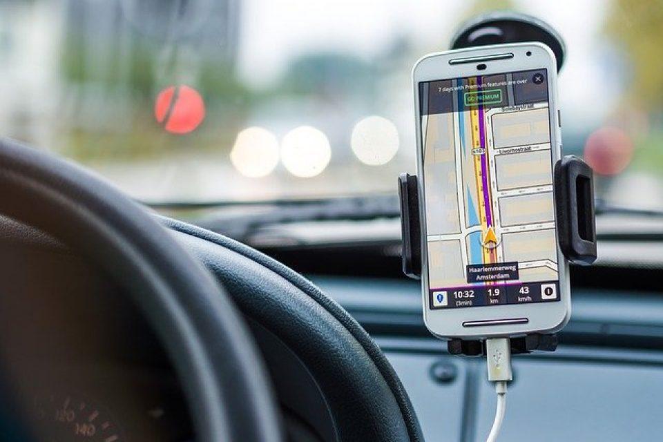 """Motorola стартира кампания """"Не пиши в движение, защото на пътя животът е с предимство"""""""